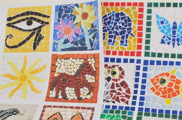 Taller para aprender a hacer mosaicos romanos